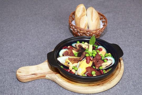 Món mới tháng 12 từ khách sạn Rex: Khám phá ẩm thực Sài Gòn - Ảnh 3.