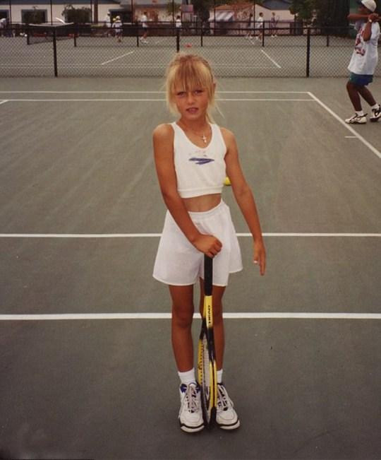 Tự truyện Sharapova: Tuổi thơ không yên tĩnh - Ảnh 1.