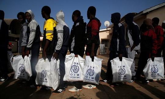 Những người di cư Gambia tại Libya được IOM hỗ trợ trở về nhà Ảnh: Reuters
