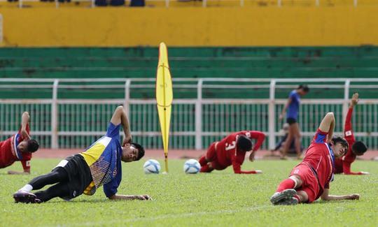 HLV Hữu Thắng không ưu ái U20 - Ảnh 1.