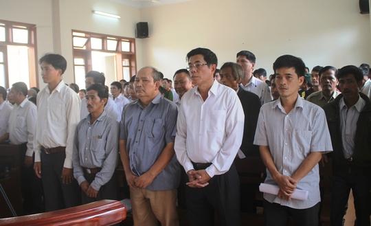 241 người liên quan vụ án thủy điện Đăkdrinh - Ảnh 1.