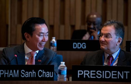 Đại sứ Phạm Sanh Châu (trái) tại vòng thi phỏng vấn vị trí Tổng Giám đốc UNESCO Ảnh: UNESCO