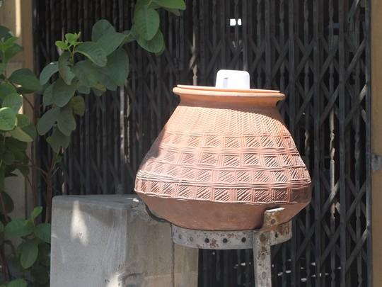 Độc đáo những bình nước uống miễn phí ở Myanmar - Ảnh 4.