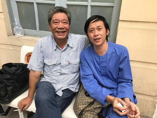 NSƯT Nguyễn Công Ninh yểm trợ tinh thần cho Ngọc Trinh tại Tòa  - Ảnh 2.