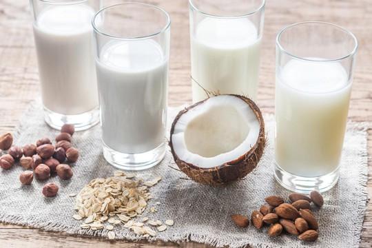 Thay sữa bò bằng sữa hạt: Trẻ thiếu iod, giảm IQ - Ảnh 1.