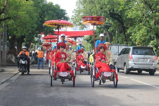 Xúc động đám cưới tập thể của những người lao động nghèo xứ Huế