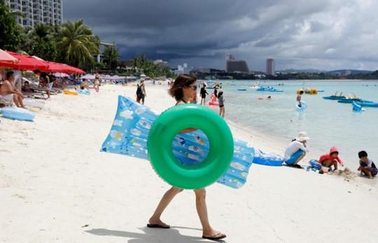 Cuộc sống trên đảo Guam giữa mối đe dọa tên lửa Triều Tiên - Ảnh 1.