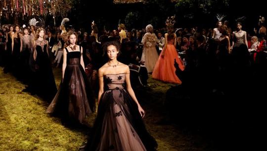 Dior, Gucci ngừng sử dụng người mẫu gầy - Ảnh 1.