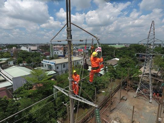 Điện lực miền Nam khai mạc hội thi thợ giỏi cấp tổng công ty - Ảnh 2.