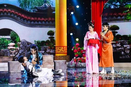 Việt Hương cười không ngừng với Next Top Model làng hài - Ảnh 2.