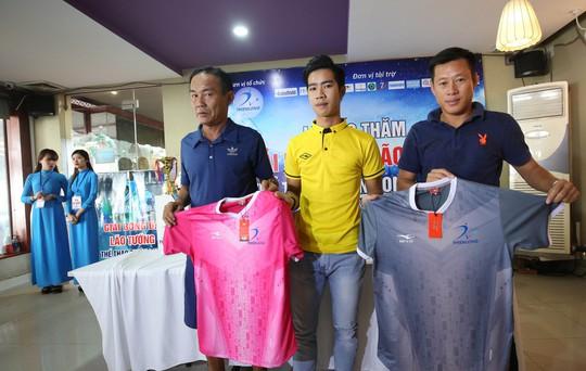 Ngày hội lớn cho hơn 100 lão tướng bóng đá TP HCM - Ảnh 1.