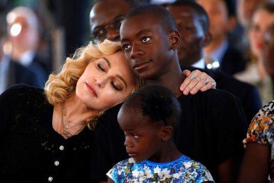 Madonna chính thức khai trương bệnh viện nhi - Ảnh 6.