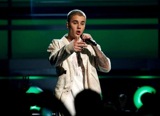 Justin Bieber hủy hàng chục buổi diễn đã bán vé - Ảnh 1.