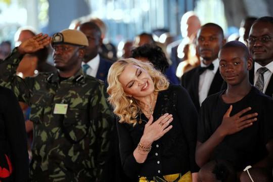 Madonna chính thức khai trương bệnh viện nhi - Ảnh 4.