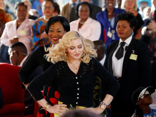 Madonna chính thức khai trương bệnh viện nhi - Ảnh 1.