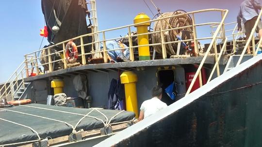 Nguy cơ tràn dầu từ tàu chìm trên vùng biển Ninh Chử - Ảnh 3.