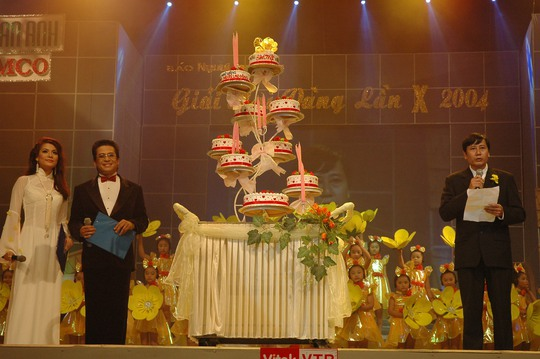 Sắc vàng bao trùm Lễ trao Giải Mai Vàng lần thứ 10 - Ảnh 2.