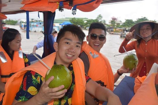 100 bạn trẻ Việt kiều về Đồng bằng sông Cửu Long dự trại hè - Ảnh 4.