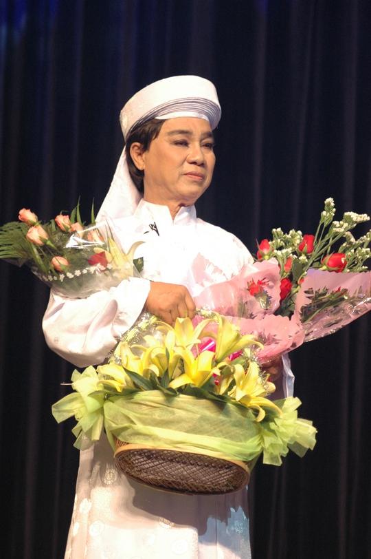 NSƯT Thanh Sang trong live show Làn điệu Phương Nam tại Nhà hát TP