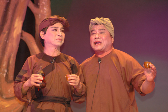 NSƯT Thanh Sang và NS Thanh Tú trong vở Bên cầu dệt lụa