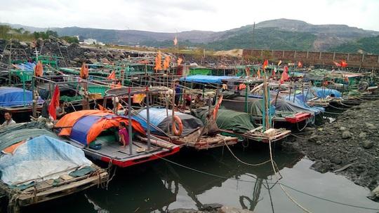 Trên 5.000 khách du lịch mắc kẹt trên các đảo ở Quảng Ninh - Ảnh 1.