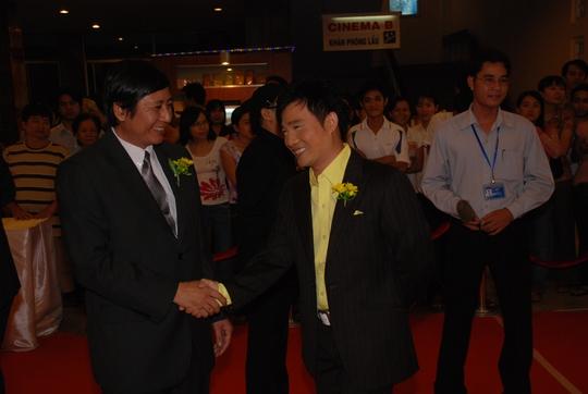 Minh Hằng đẹp cuốn hút trên thảm đỏ Mai Vàng lần thứ 13 - Ảnh 5.