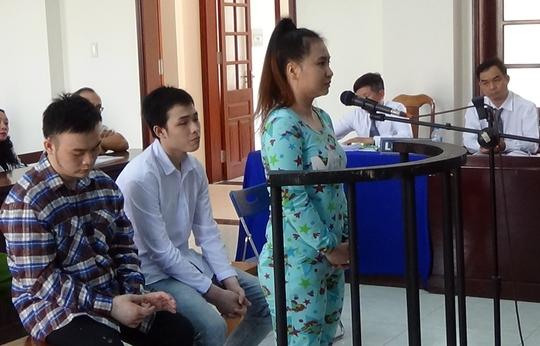 Ba bị cáo trước phiên tòa.