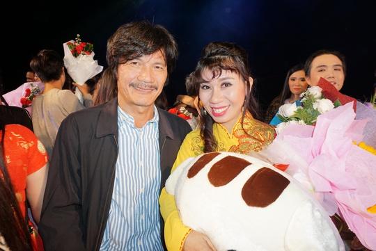 NSƯT Nguyễn Công Ninh xúc động chứng kiến nữ đạo diễn cải lương trẻ - Ảnh 1.