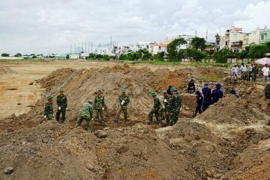 Toàn cảnh tìm hài cốt liệt sĩ ở sân bay Tân Sơn Nhất - Ảnh 1.