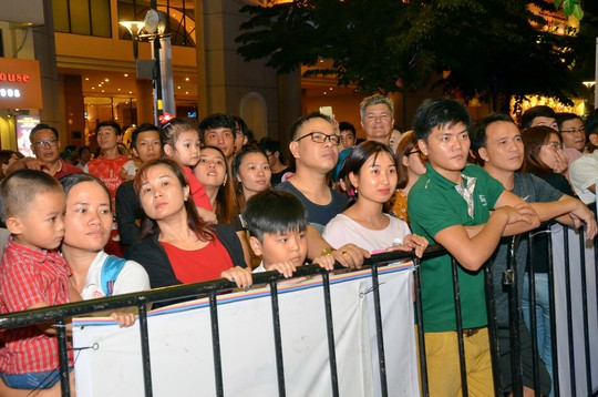 Ngắm nghệ sĩ Việt - Hàn - Nga - Campuchia lộng lẫy trên sân khấu - Ảnh 19.