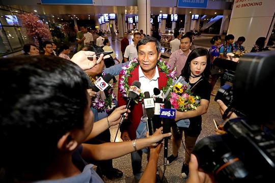 Ngày về rạng ngời của tuyển bóng đá nữ Việt Nam - Ảnh 4.