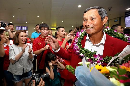 VFF giao HLV Mai Đức Chung thay Hữu Thắng - Ảnh 1.