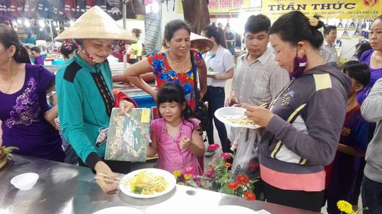 Mãn nhãn với bánh xèo kỷ lục Guiness Việt Nam - Ảnh 7.