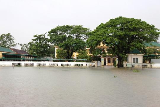 Cận cảnh Bắc Trung Bộ chìm trong mưa lũ - Ảnh 22.
