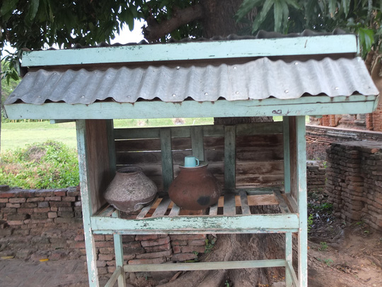Độc đáo những bình nước uống miễn phí ở Myanmar - Ảnh 5.