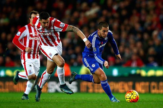 """Stoke City - Chelsea: Cứ gặp """"ông lớn"""" là sung!"""
