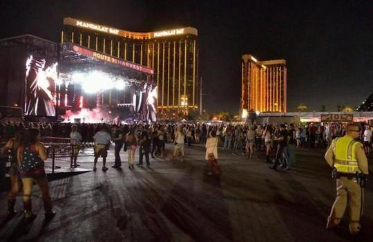 Sao nhạc đồng quê kinh hoàng vì vụ xả súng ở Las Vegas - Ảnh 3.
