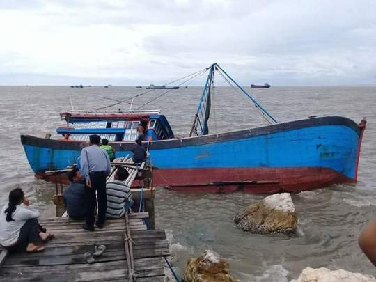 Quảng Bình: Hàng chục tàu cá bị chìm, nhiều người bị thương - Ảnh 3.