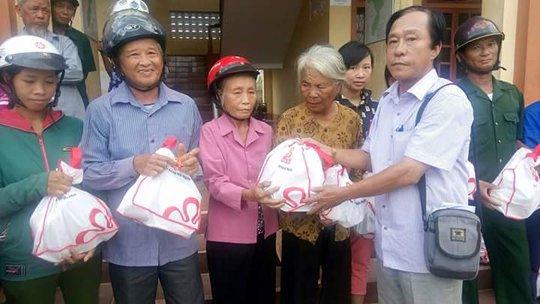 Báo Người Lao Động cùng Vissan cứu trợ người dân vùng tâm bão - Ảnh 2.