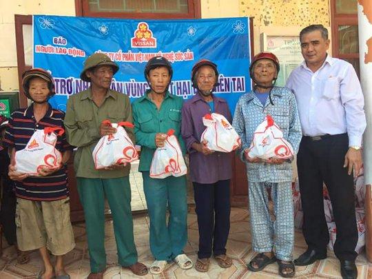 Báo Người Lao Động cùng Vissan cứu trợ người dân vùng tâm bão - Ảnh 1.