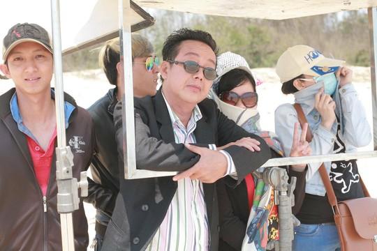 NS hài Khánh Nam và các diễn viên, quay phim tại phim trường