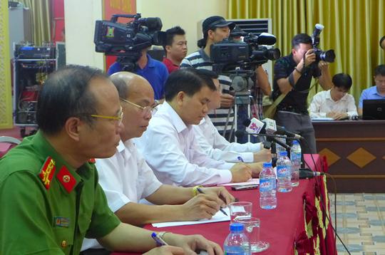 Chủ tịch UBND TP Hà Nội Nguyễn Đức Chung và đại diện các cơ quan chức năng tại cuộc gặp gỡ báo chí