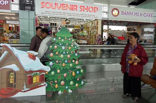 Ngạc nhiên với không khí Giáng sinh ở sân bay Nội Bài - Ảnh 5.