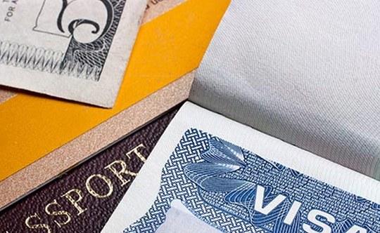Mỹ tăng cường kiểm tra người xin thị thực - Ảnh 1.