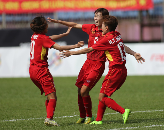 Thắng Malaysia 6-0, bóng đá nữ Việt Nam đoạt HCV - Ảnh 1.