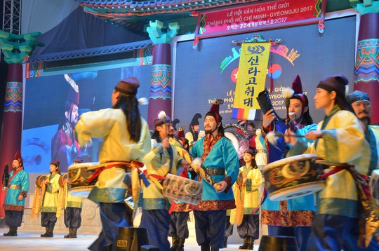 Ngắm nghệ sĩ Việt - Hàn - Nga - Campuchia lộng lẫy trên sân khấu - Ảnh 13.