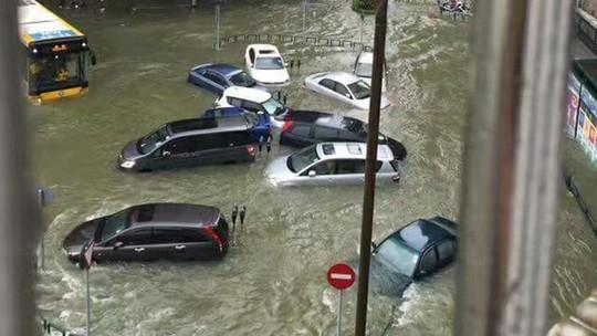 Càn quét Hồng Kông, Macau, bão Hato tràn vào Trung Quốc - Ảnh 4.