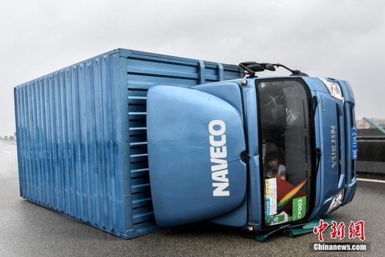 Chết kẹt trong bãi giữ xe vì bão Hato - Ảnh 8.