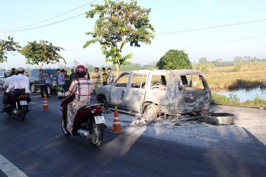 Hậu Giang: Phát hiện nhiều vết máu và hung khí nơi ô tô 7 chỗ cháy trơ khung