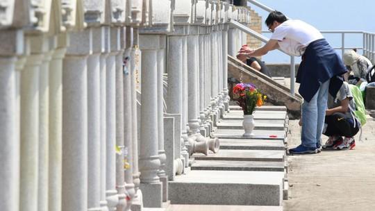 Hồng Kông: Chết cũng khó có chỗ yên nghỉ - Ảnh 1.
